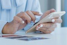 Online-Buchung mit Handy